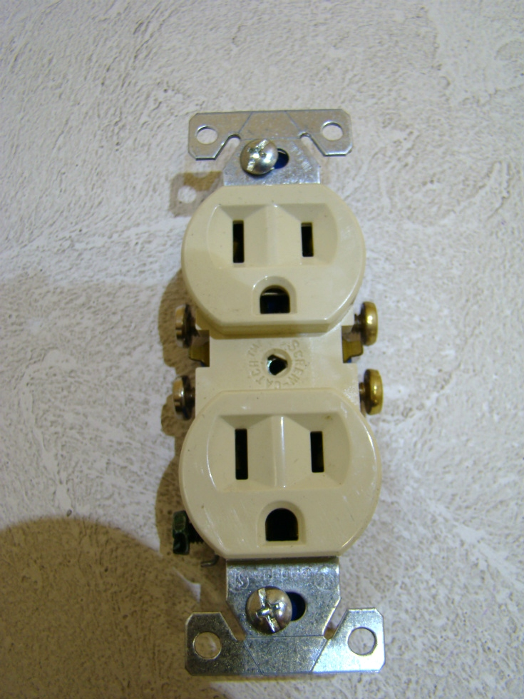 NEW RV /MOTORHOME OUTLET 2 PLUG-IN COLOR: IVORY SIZE: 4 1/8 x 1 1/4