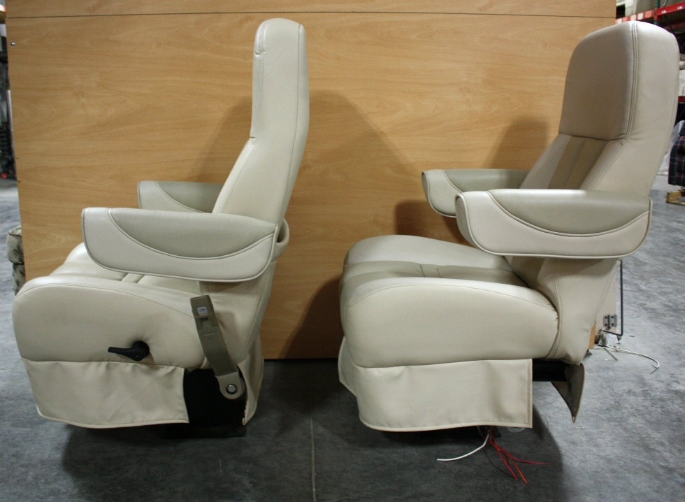 RV Furniture USED TWO TONE LEATHER MOTORHOME CAPTAIN CHAIR