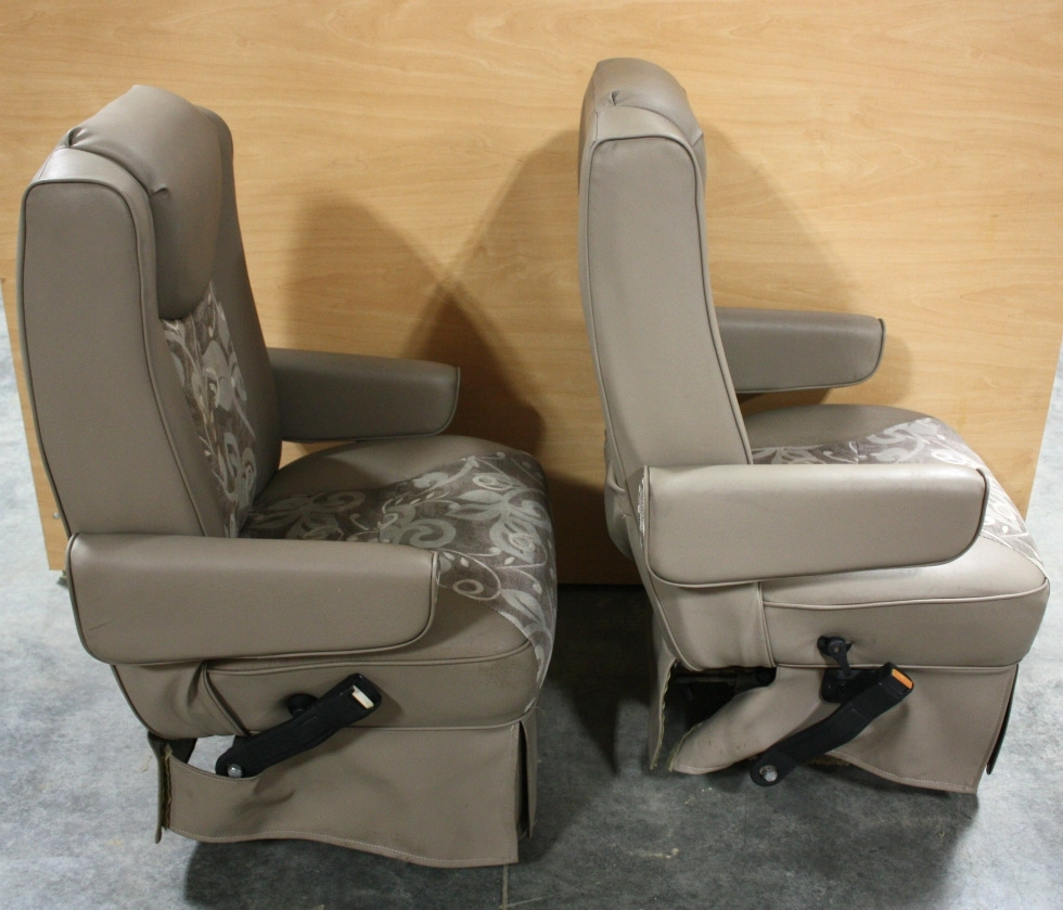 RV Furniture USED RV VINYL & CLOTH SET OF 2 CAPTAIN CHAIRS